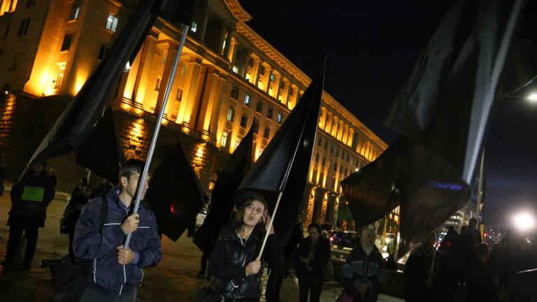 """Протестиращите майки блокираха за малко движението около паметника """"Левски"""""""