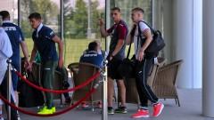И футболните национали паднаха в жертва на самолетните неволи в София