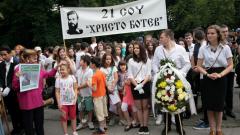 Стотици почетоха паметта на Ботев и неговите четници пред бюст-паметника