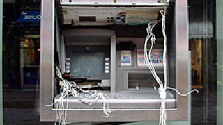Прикриват банков обир с палеж