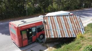 Автобус помете спирка на градския транспорт в Смолян
