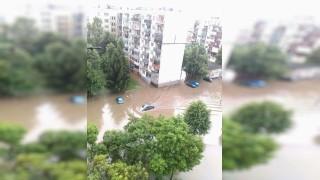 Пороен дъжд наводни улици в Ботевград