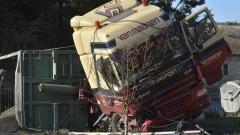 Катастрофа между два тира рани шофьор на пътя Русе - Бяла