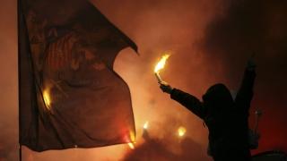 БФС наказа двата столични гранда заради факли, димки и псувни