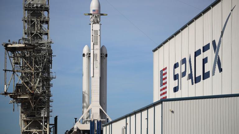 Космическият бизнес на Илън Мъск вече струва повече от Tesla