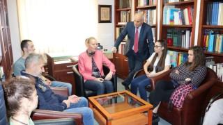 Стефка Костадинова пред студенти от НСА: Следвайте мечтите си, въпреки изпитанията на времето!