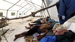 Спряха водата на претъпкан лагер за мигранти в Босна