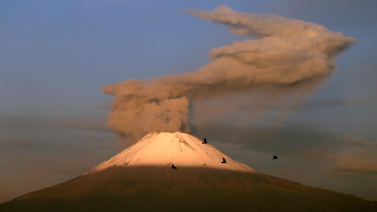 Мексиканските власти обявиха тревога, след като вулканът Попокатепетъл отново се