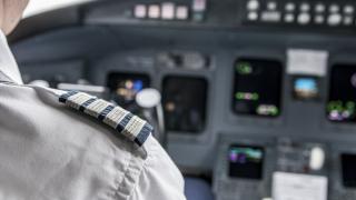 Пилотите и стюардесите на контрол от ДАНС