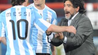 Марадона мечтае да тренира Меси в Барса