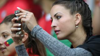 Най-красивите фенки и футболни съпруги на Евро 2016