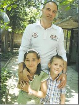 Бащата от Асеновград не казва къде укрива сина си