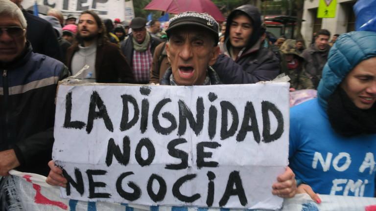 Хиляди хора се събраха в аржентинската столица Буенос Айрес, за