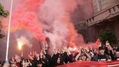 Стотици цесекари блокират централата на БФС в София