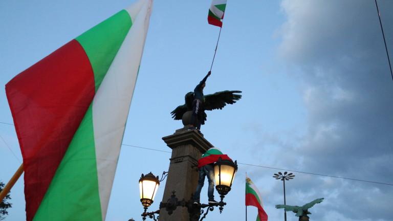 Протестиращите остават на Орлов мост. Площад
