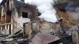 Мъж и жена пострадаха при пожар в къща в Якоруда