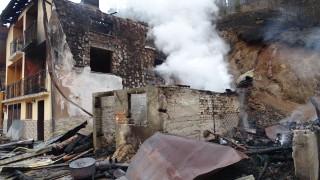 Мъж пострада при пожар в дома си в Якоруда
