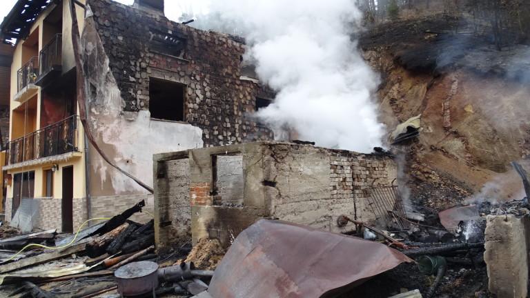 Мъж пострада при пожар в дома си в село Черна