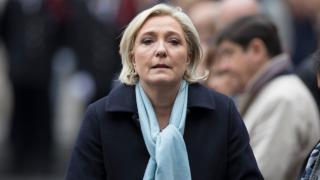 """Льо Пен твърди, че е жертва на """"банкова фетва"""" при закриването на сметки"""