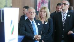 Демократична България настоява Петкова да иска 20% по-ниска цена на газа от Москва