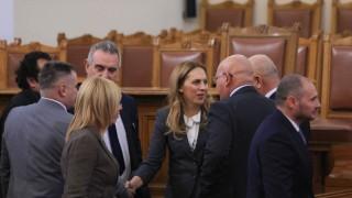 Марияна Николова замести Валери Симеонов