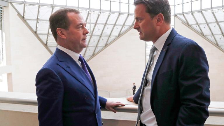 Руският премиер Дмитрий Медведев препоръча на американски дипломат да си