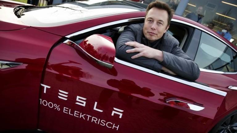 """Акциите на Tesla поскъпват. Но никой на """"Уолстрийт"""" не знае защо"""