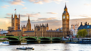 Великобритания изглежда ще избегне рецесия въпреки слабия август