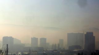 Гняв и спешни мерки в градове на Балканите, задушени от смог