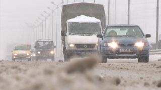 Мартенският сняг парализира София