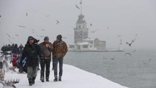 Нов снеговалеж затвори Босфора и отмени стотици полети в Истанбул
