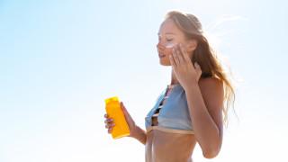 Спира ли слънцезащитният крем производството на витамин D
