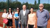 """Министър Кралев инспектира изграждането на тенис кортове и волейболно игрище до стaдиона в """"Надежда"""""""