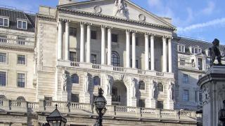 Английската централна банка запази лихвите, паундът падна