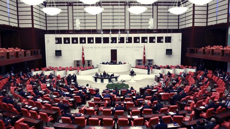 Бой в парламента на Турция за Сирия