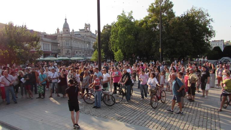В Бяла излязоха на протест срещу намалената присъда за убийството