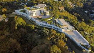 Най-голямата къща в света е готова за продажба