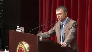Разтърсваща академична реформа иска просветният министър