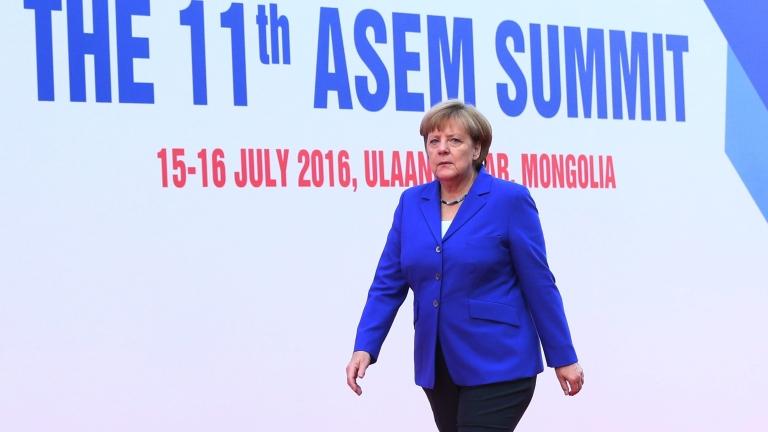 Обединени сме в шока, съчувства Меркел на Франция