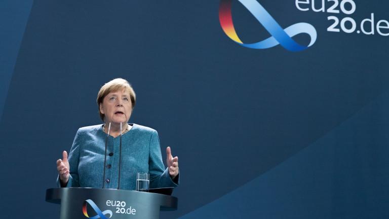 Меркел нарече отравянето на Навални опит да бъде накаран да замълчи