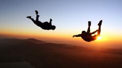 102-годишна жена с рекорд - скочи с парашут