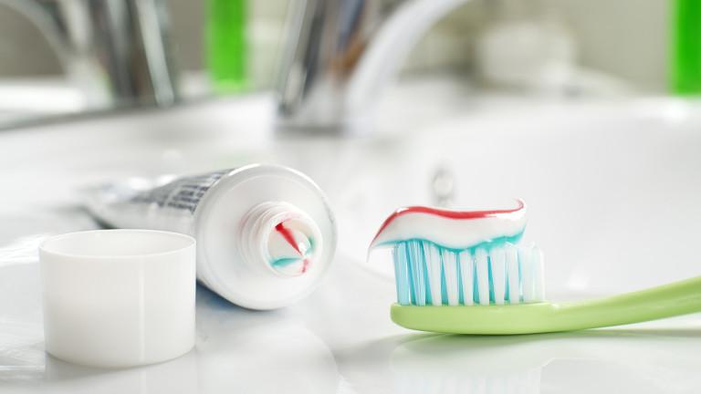 Изправени сме пред стотиципродукти, които обещават да направят зъбите ни