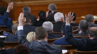 Депутатите си удължиха работното време за дебат по вота
