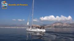 Арестуваха двама българи със 100 кг дрога на лодка в Италия