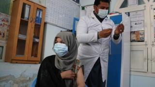 Индия за пръв път надхвърли 100 000 заразени с коронавируса за денонощие