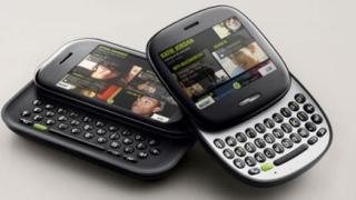 Microsoft представи мобилните си апарати Kin One и Kin Two