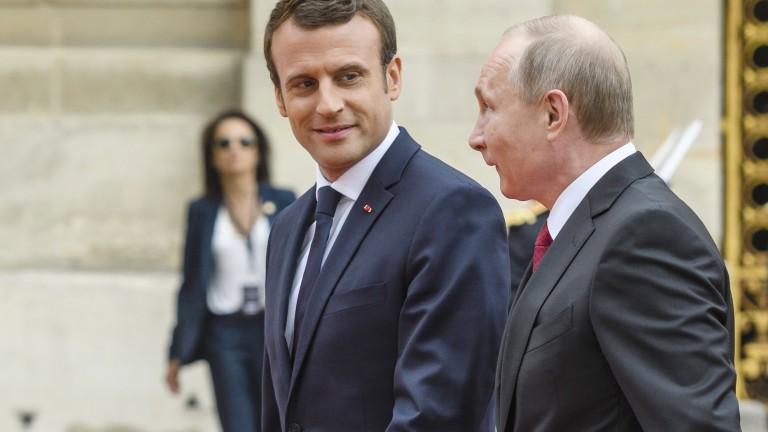 Президентът на Франция Еманюел Макрон и руският лидер Владимир Путин
