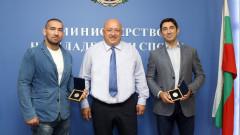 Министър Кралев връчи почетни медали на шампионите по бразилско джу-джицу Николай Николов и Иво Евгениев