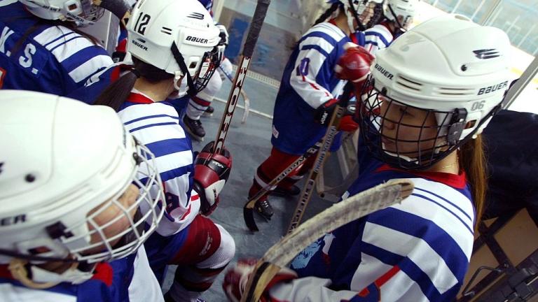 Две състезателки от националния отбор на Китай по хокей на