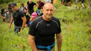 Радев обяви Борисов за основен диспечер на порции в бизнес с обществени поръчки
